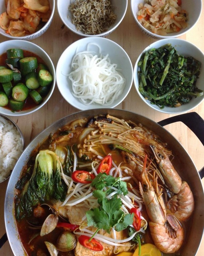 Spicy Korean Soup with Banchan