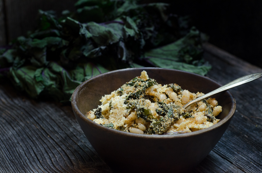 Small white beans and red kale come together in a simple, easy-to-make gratin seasoned with extra virgin olive oil, garlic and red pepper flakes.